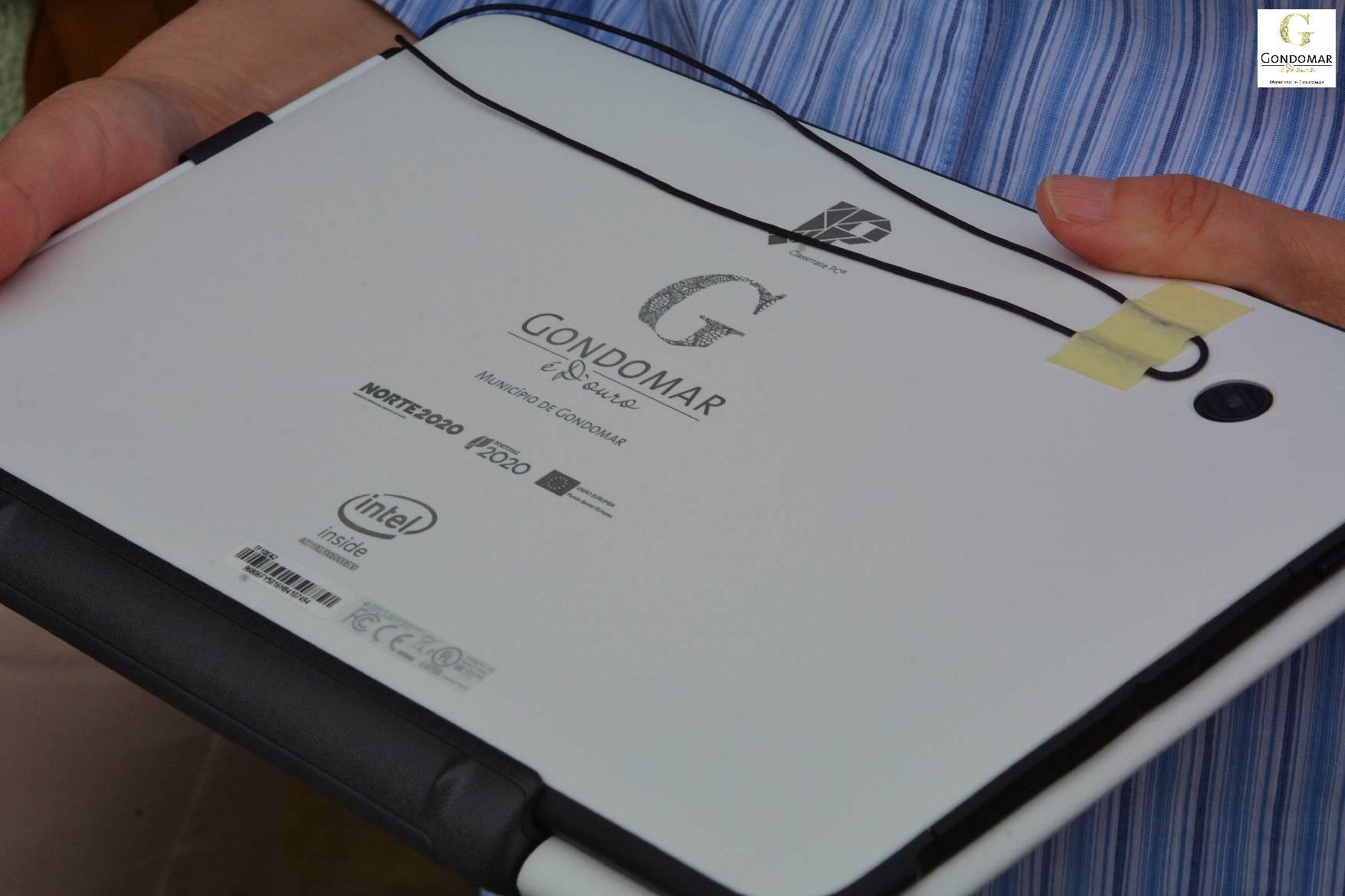 Câmara disponibiliza equipamento informático a alunos que não possuem
