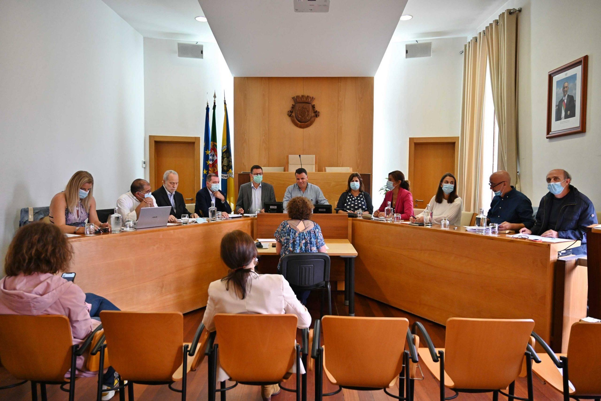 Câmara homenageia Jorge Sampaio e aprova Programa CED